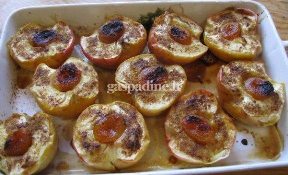 Kepti obuoliai garnyrui