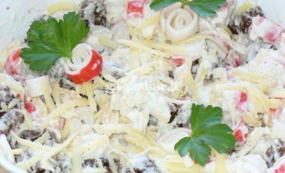 Keptos duonos ir krabų lazdelių salotos