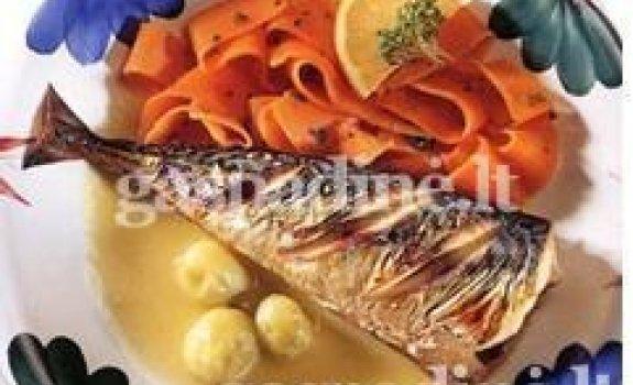 Makrelė su agrastų padažu ir garintomis morkomis