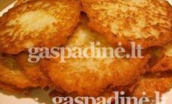 Kaimiški tarkuotų bulvių sklindžiai su namine grietine