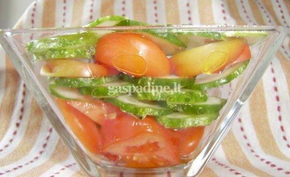 Pomidorų ir agurkų salotos