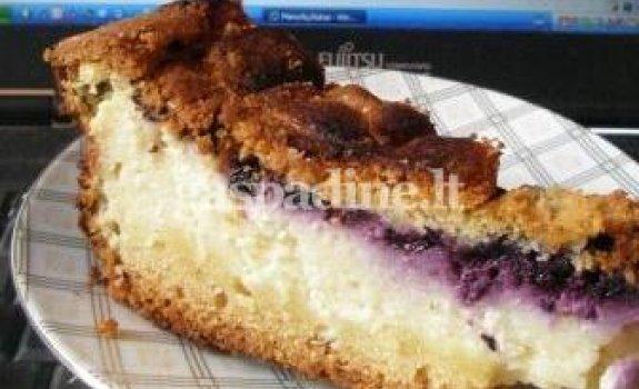 Pyragas su uogiene