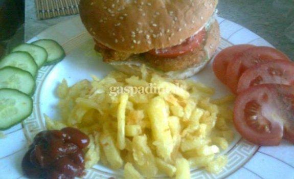 """Chiken burgeris"" su bulvytėmis"
