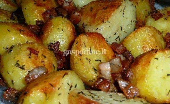 Bulvės, keptos su čiobreliais, šonine ir citrinų sultimis