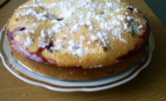 Astos braškių pyragas
