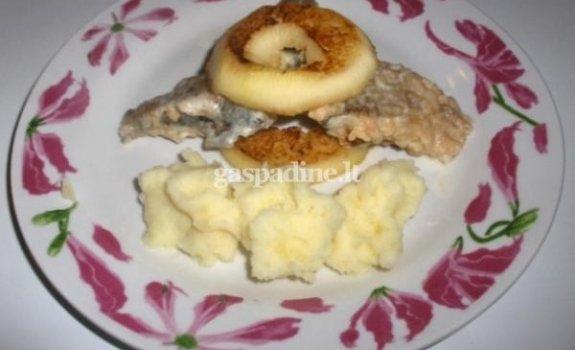 Kepta žuvis su apkeptais obuoliais