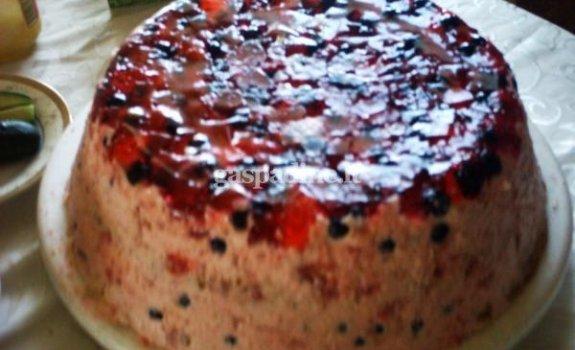 Jogurtinis aviečių ir gervuogių tortas