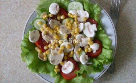 Daržovių salotos su pievagrybiais