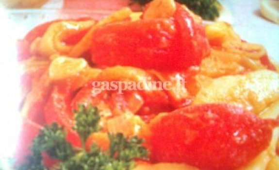 Su daržovėmis troškintos bulvės