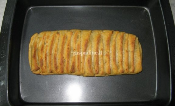 Bulvinis pyragas su džiovintais baravykais