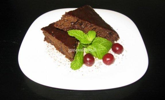 Šokoladinis vyšnių pyragas su vyno prieskoniais