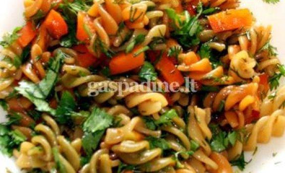Vištienos gabalėliai su daržovėm ir makaronais