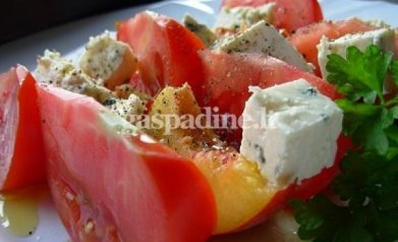 Salotos su mėlyno pelėsio sūriu