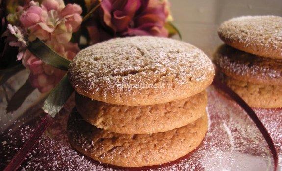 Mandarinų aromato medaus sausainiai