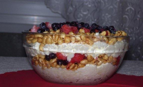 Sluoksniuotas varškės desertas