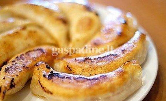 Karštas bananų desertas
