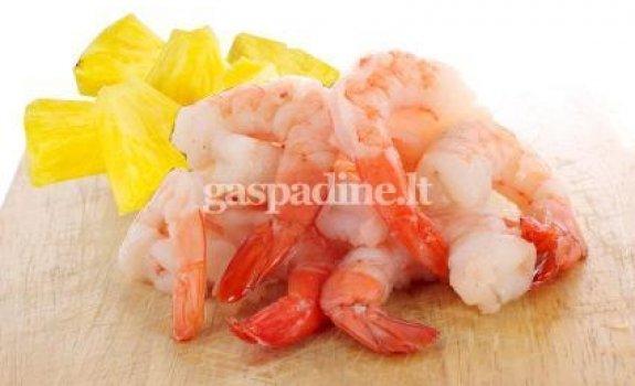 Jūros gėrybių salotos su ananasais