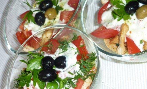 Salotos su vištiena ir salierais