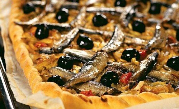 Svogūnų pyragas su šprotais