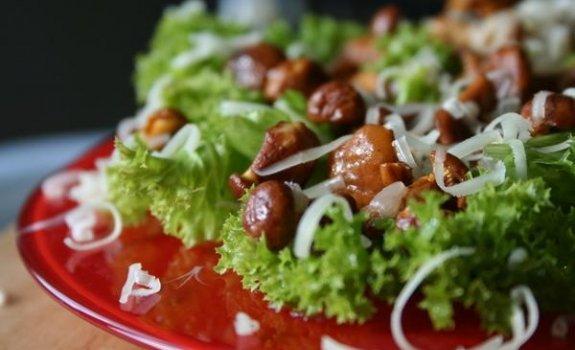 Bulvyčių salotos su marinuotais grybais