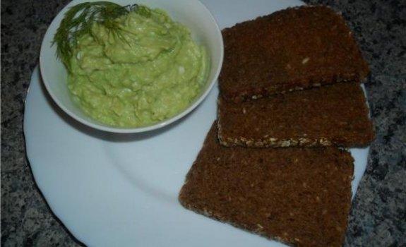 Kepta duona su avokado kremu