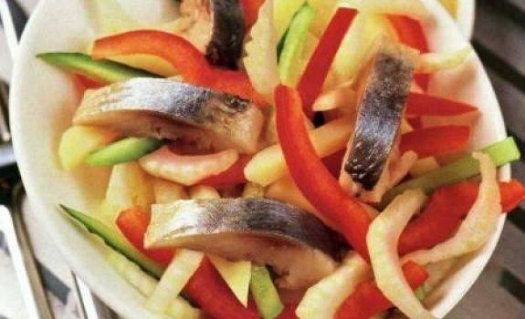 Silkės salotos su grybais ir pomidorais
