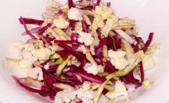 Dietinės kopūstų salotos