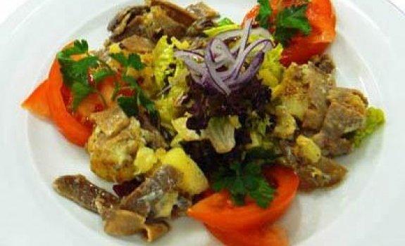 Liežuvio salotos su pelėsiniu sūriu