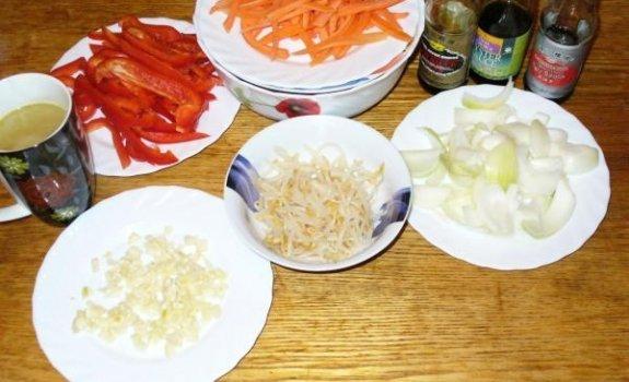 Kiniška vištiena su sojų daigais