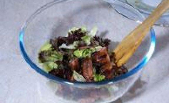 Žaliosios salotos su kepta šonine
