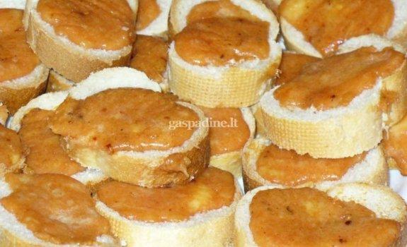 Prancūziško batono sumuštinukai su sūriu prie alaus