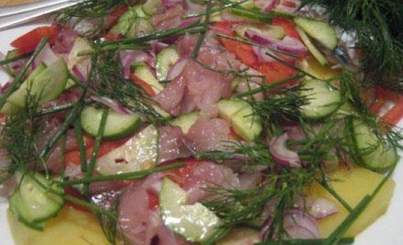Daržovių salotos su skumbre