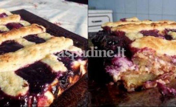 Obuolių pyragas su varške ir uogiene