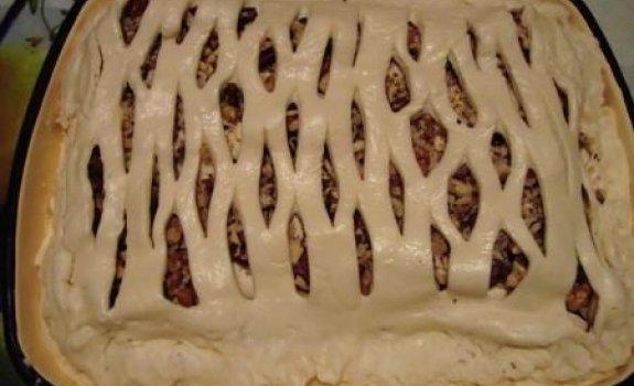 Sluoksniuotos tešlos pyragas su kumpiu