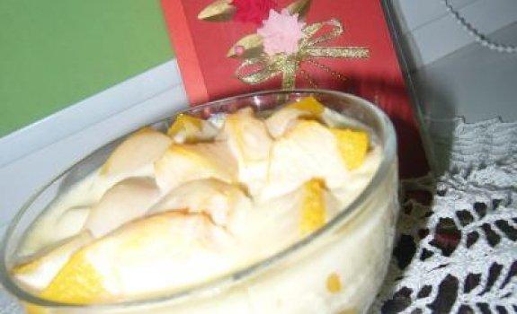 Persikai vaniliniame kreme su sausainiais