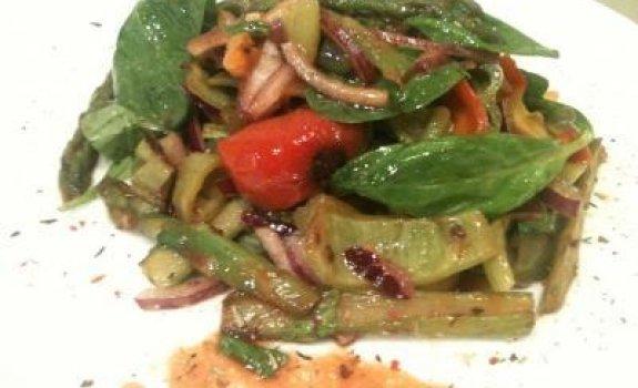 Šparagų salotos su paprika