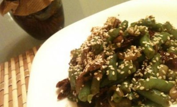 Šparaginių pupelių salotos su grybais