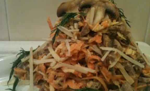 Morkų salotos su vištų širdelėmis ir grybais