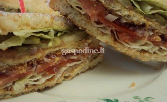 Trisluoksnis sumuštinis su lašiša
