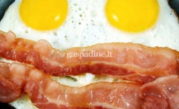 Kepti kiaušiniai su lašinukais