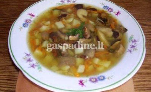 Grybų sriuba su vištienos sparneliais
