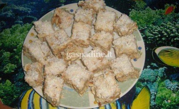 Sausainių ir chalvos pyragas