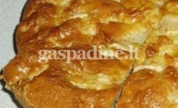 Karamelizuotų obuolių pyragas