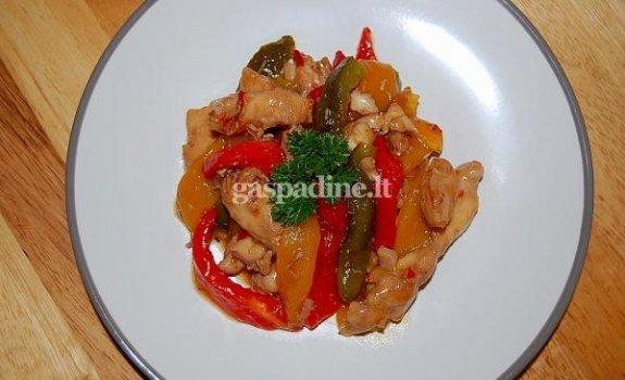 Šiltos vištienos ir paprikos salotos