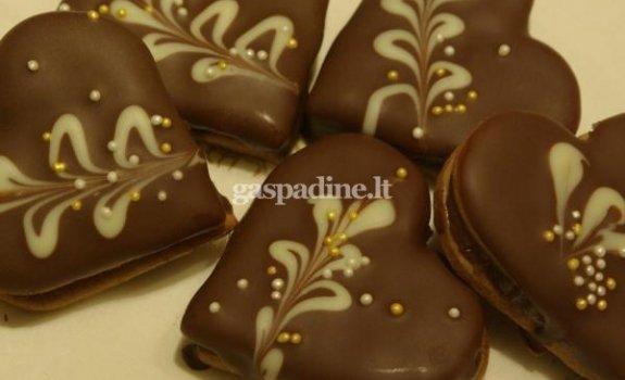 Širdelės su kondensuotu pienu ir šokoladu