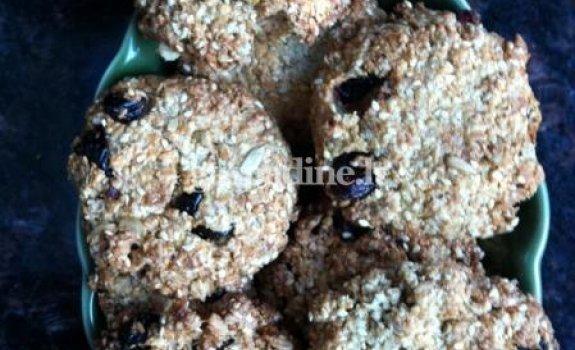 Avižiniai sausainiai su džiovintomis spanguolėmis