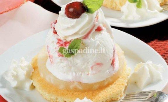 Vaisinis desertas su ledais