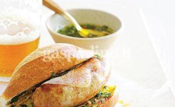 Argentinietiškas sumuštinis su dešrele
