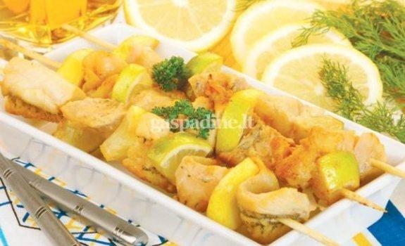 Žuvų šašlykas su citrinomis