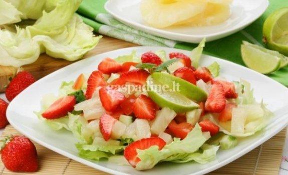 Traškiosios salotos su braškėmis
